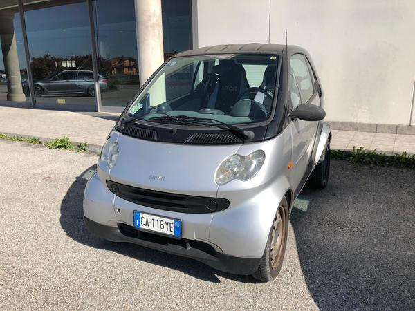 12#4229 Autovettura Smart ForTwo 600