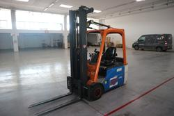Linde pallet truck and forklift - Lot 1 (Auction 4235)