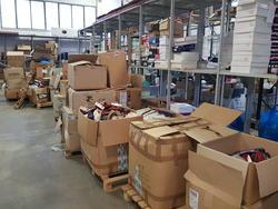 Footwear warehouse and Mercedes van - Lote  (Subasta 4243)