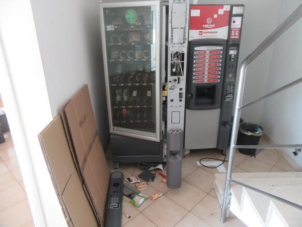 13#4248 Distributore di bevande e macchina per il caff