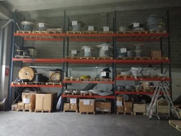 2#4249 Scaffalature e materiale elettrico