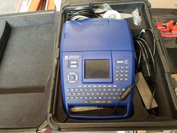 5#4250 Brandy Label Printer e Exfo Sharp - Tester multiprotocollo