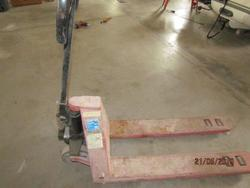 OMCN manual pallet truck - Lot 7 (Auction 4280)