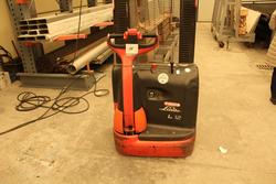 Electric Linde pallet truck - Lot 38 (Auction 4318)