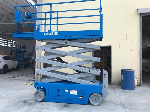 1#4341 Piattaforma verticale a pantografo a forbice a libro Genie GS 2632