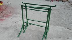 Green easels - Lot 6 (Auction 4358)