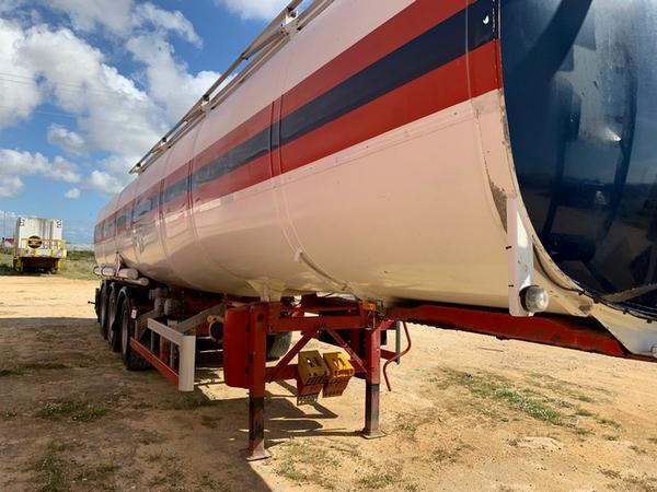5#4376 Semirimorchio Cisterna per trasporto specifico di sostanze pericolose Acerbi