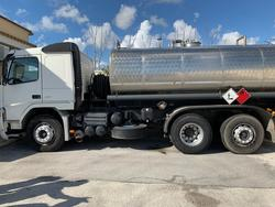 Volvo truck road tractor - Lot 7 (Auction 4376)