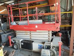 Urani electric lift pantograph - Lot 11 (Auction 4387)