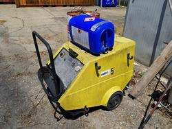 Pressure washer and vacuum cleaners - Lot 10223 (Auction 4390)