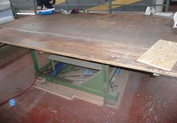 Wooden tables and marble shelves - Lot 4 (Auction 4410)