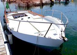 Open motor boat in wood and fiberglass - Lot 1 (Auction 4414)