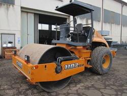 Case mod  1107 DX DVibrating roller iron   rubber - Lot 21 (Auction 4419)