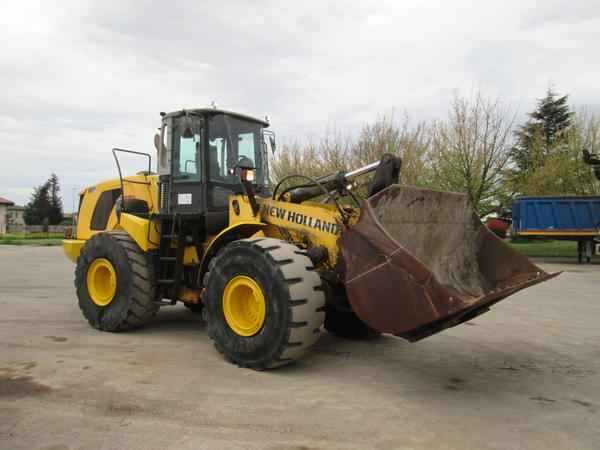 23#4419 Pala gommata New Holland W270B