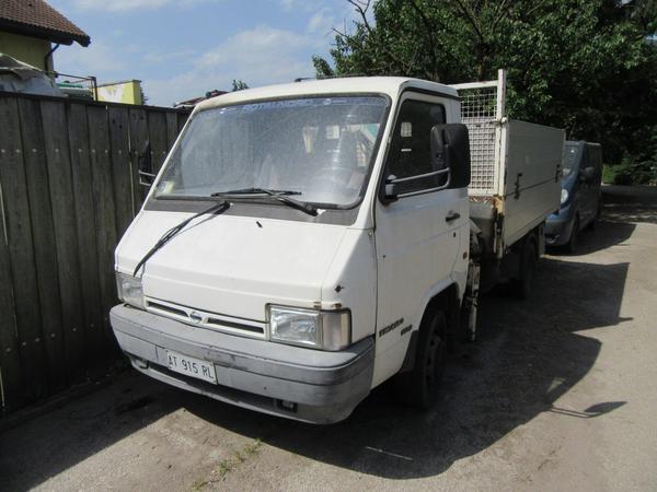 5#4439 Autocarro Nissan Trade 100