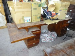 Wooden desk - Lot 5 (Auction 44530)