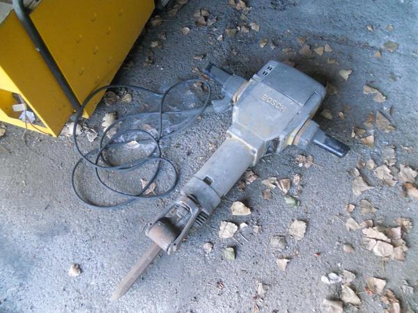 1#4456 Betoniera e martello demolitore Bosch