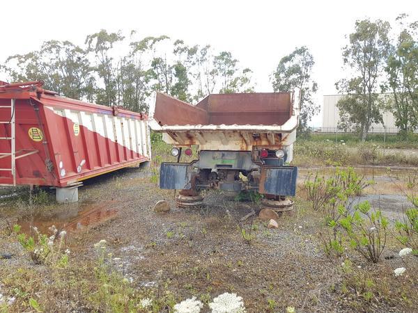 Immagine n. 2 - 54#4479 Camion da miniera Astra e autocarro Perlini