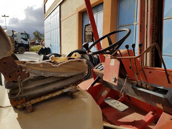 Immagine n. 6 - 56#4479 Ruspa cingolata Caterpillar e carrello elevatore Manitou