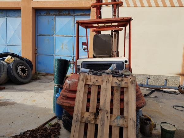 Immagine n. 7 - 56#4479 Ruspa cingolata Caterpillar e carrello elevatore Manitou