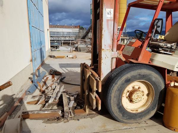 Immagine n. 10 - 56#4479 Ruspa cingolata Caterpillar e carrello elevatore Manitou