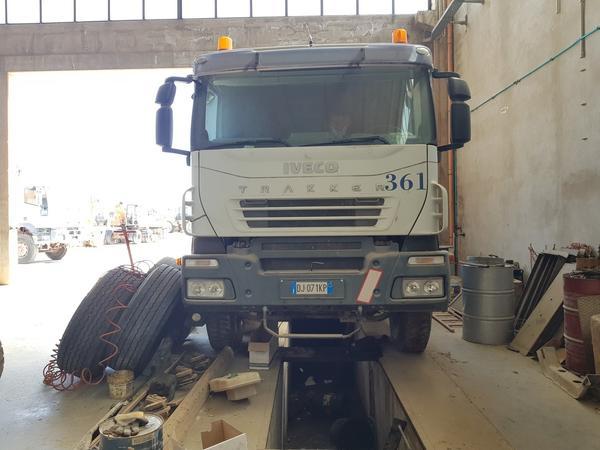 Immagine n. 2 - 66#4479 Trattore Iveco Trakker con semirimorchio Adige