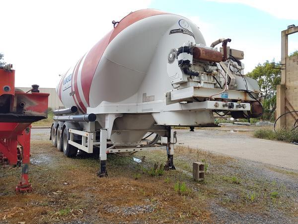 Immagine n. 1 - 77#4479 Cisterne per cemento fuso Mistral