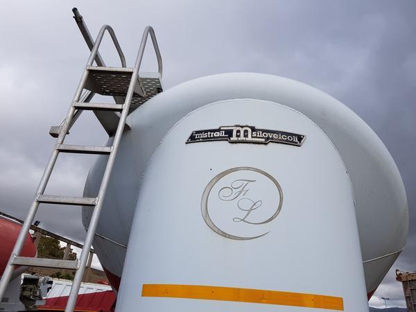 Immagine n. 4 - 77#4479 Cisterne per cemento fuso Mistral