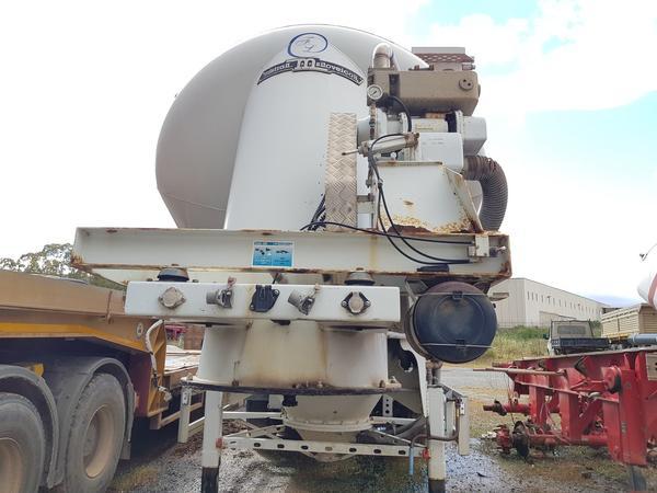 Immagine n. 14 - 77#4479 Cisterne per cemento fuso Mistral