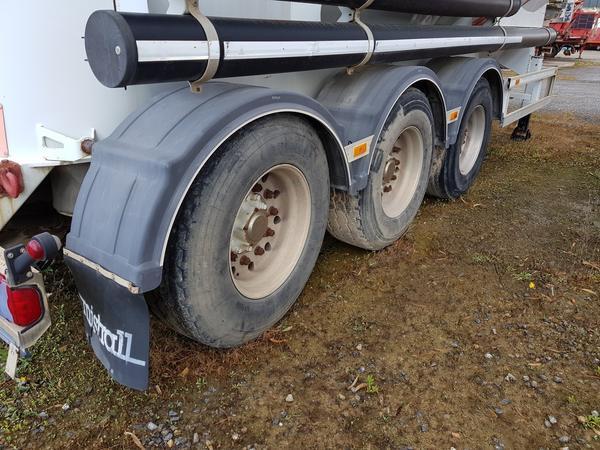 Immagine n. 22 - 77#4479 Cisterne per cemento fuso Mistral