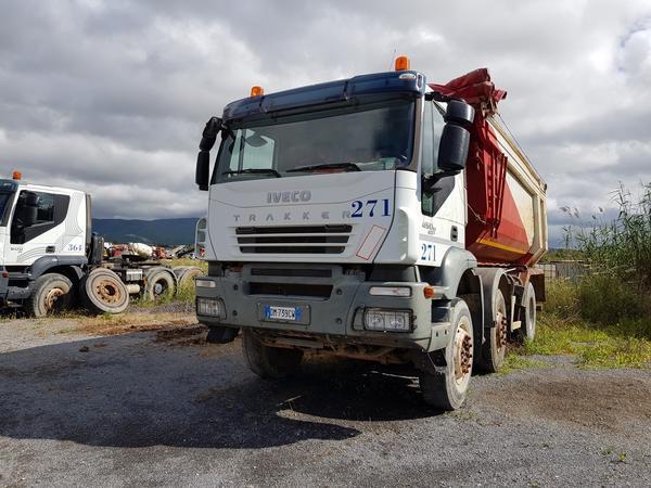 Immagine n. 1 - 83#4479 Camion Iveco Trakker e autocarro Iveco Daily