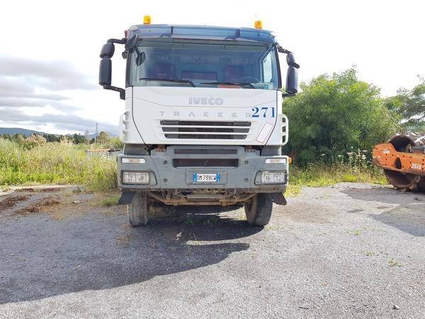 Immagine n. 2 - 83#4479 Camion Iveco Trakker e autocarro Iveco Daily