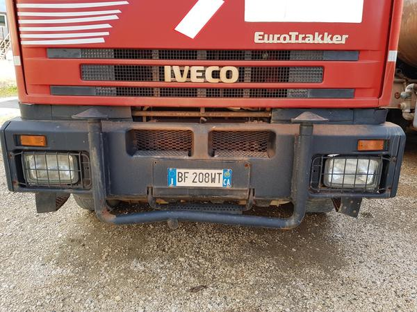 Immagine n. 2 - 85#4479 Autocisterne Iveco e autocarro Daily