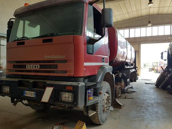 Immagine n. 15 - 85#4479 Autocisterne Iveco e autocarro Daily