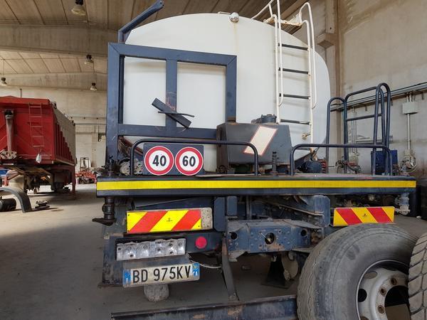 Immagine n. 19 - 85#4479 Autocisterne Iveco e autocarro Daily