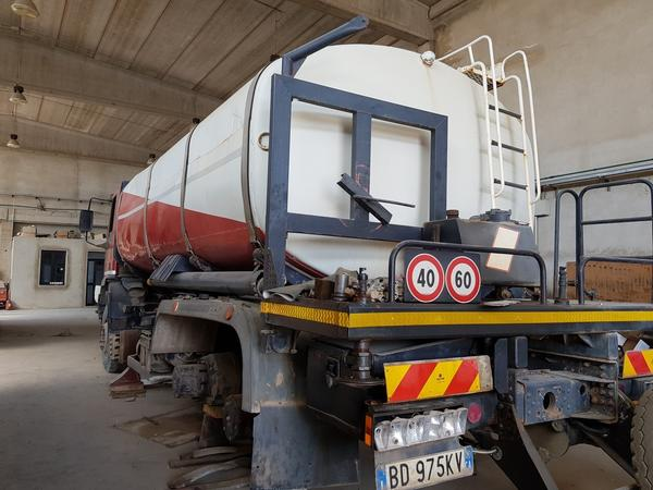 Immagine n. 20 - 85#4479 Autocisterne Iveco e autocarro Daily