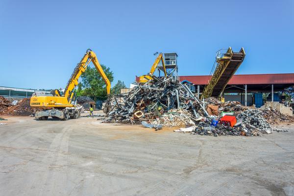 1#4484 Beni mobili - Società dedita alla raccolta e trattamento di rifiuti