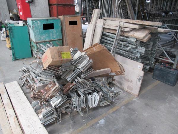 23#4507 Pompe elettriche e staffe in metallo zincato