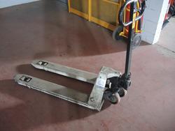Manual pallet truck - Lot 63 (Auction 4530)