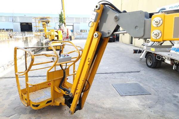 Immagine n. 22 - 4#4535 Piattaforma semovente articolata eletrica Haulotte HA15 ip