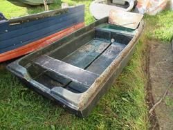 Fiberglass boat - Lot 8 (Auction 4549)