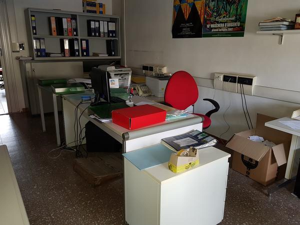 9#4591 Arredi uffici