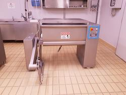 Omet kneading machine with loader - Lot 9 (Auction 4631)