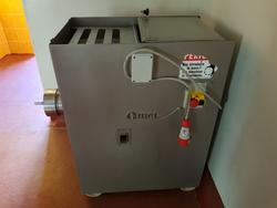 Omet meat grinder and Zanussi kettle - Lote  (Subasta 46310)