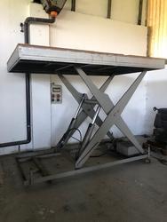 Bolzoni hydraulic platform - Lot 9 (Auction 4665)