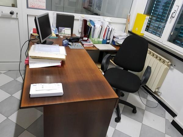 2#4668 Arredi ed attrezzature per ufficio
