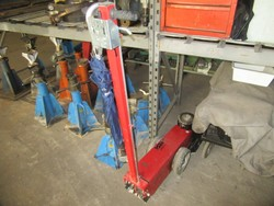 Yak 330 hydraulic lift - Lot 12 (Auction 46820)
