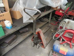 Pallet truck - Lot 38 (Auction 46820)
