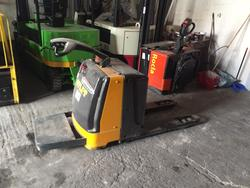Atlet pallet truck with person on board - Lot 15 (Auction 4692)