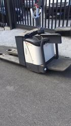 Crown pallet truck with platform - Lot 21 (Auction 4692)